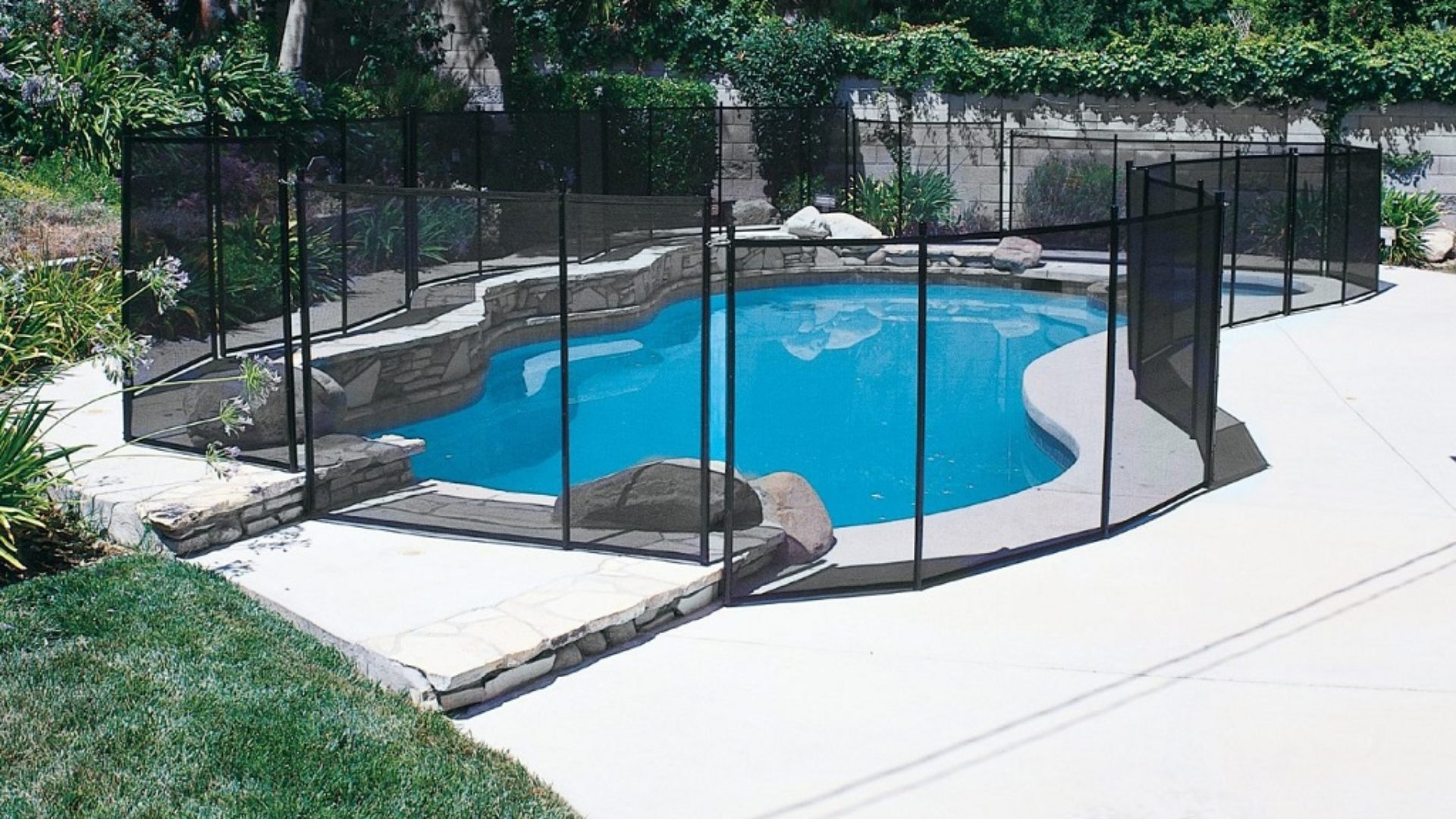 Wellington Pool Screen Enclosure Installation and Repairs